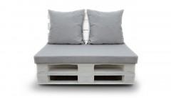Кресло из белых паллет