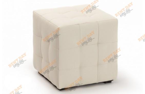 Молочный пуф с квадратной стежкой