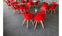 Красный стол для кафе