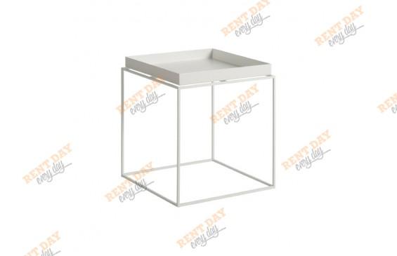 Маленький белый столик в аренду