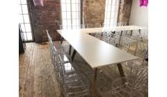 Белый стол для конференции