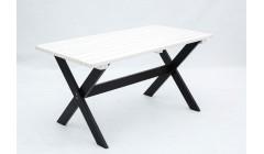 Черно-белый уличный стол