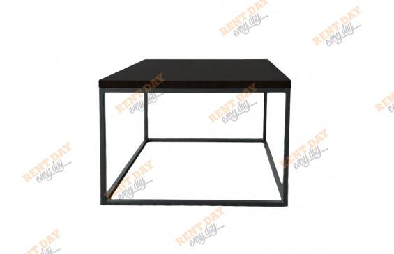 Квадратный темный журнальный стол  в аренду