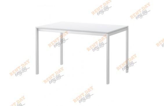 Белый выставочный стол в аренду