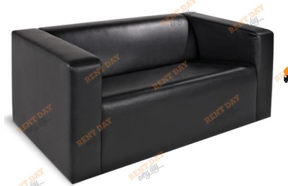 Двухместный черный диван в аренду