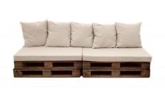 Прямой диван из коричневых паллет