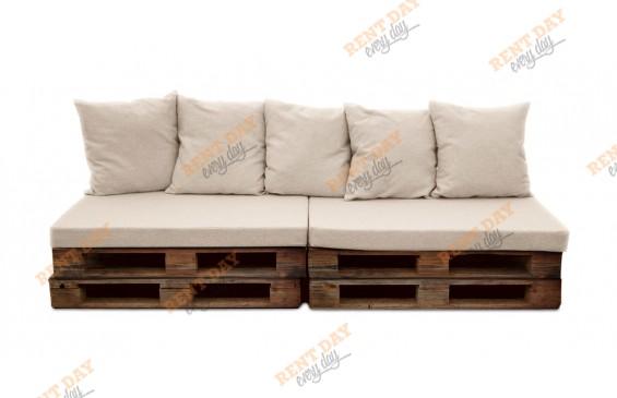 Прямой диван из коричневых паллет в аренду
